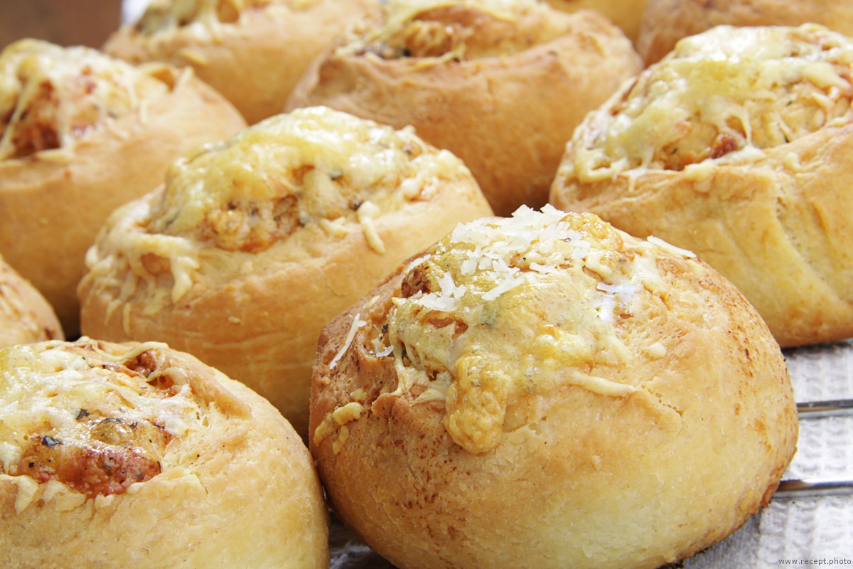 Булочки с сыром parmigiano reggiano и чесноком