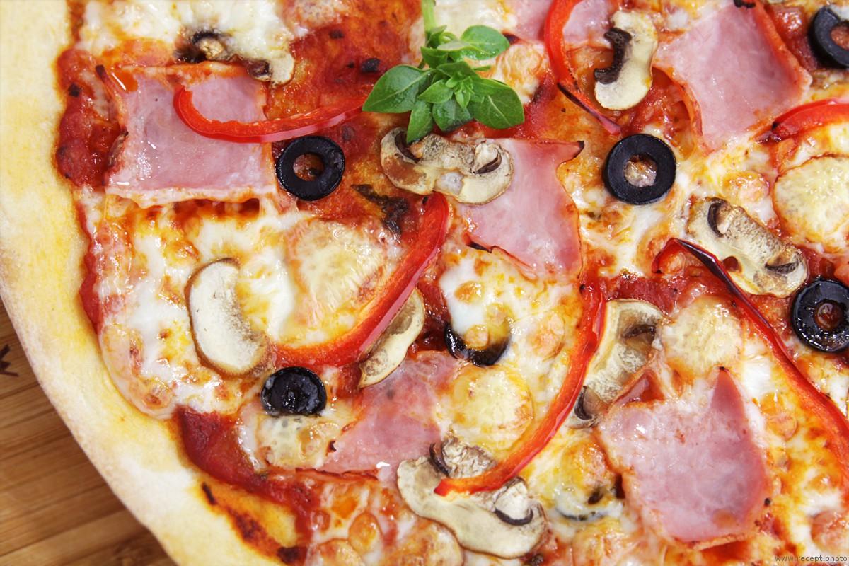 Пицца с ветчиной и грибами рецепт