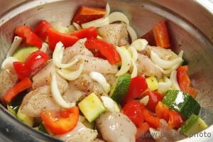 Куриное филе с цукини и болгарским перцем