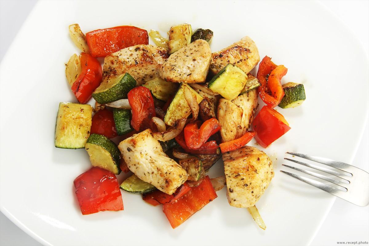 Куриное филе с цукини и болгарским перцем рецепт