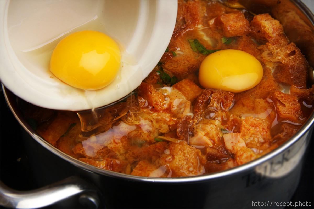 Чесночный суп с яйцом