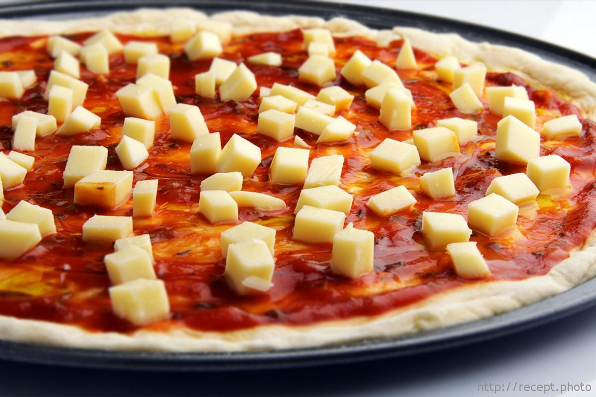 Корж для пиццы с моцареллой