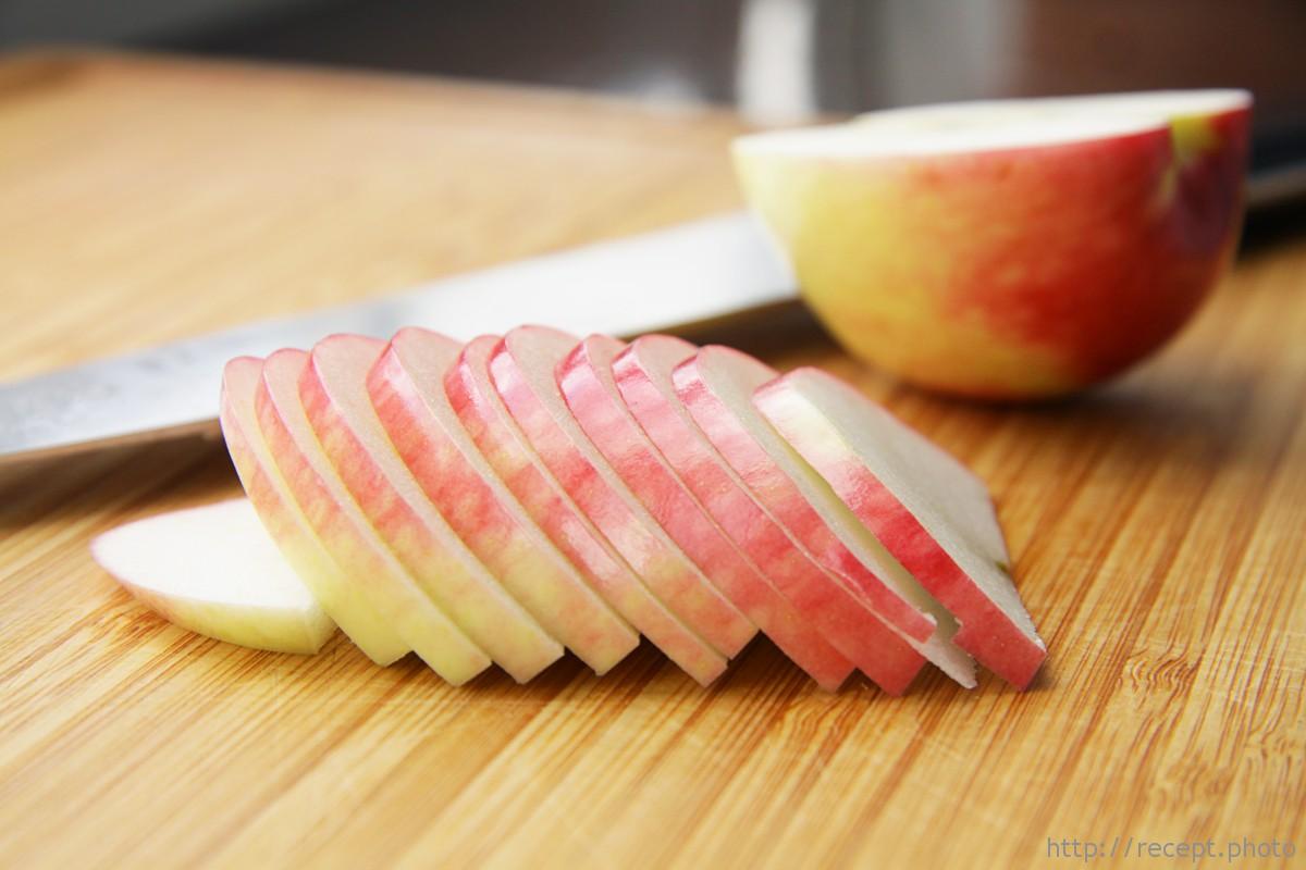 Нарезаные яблоки