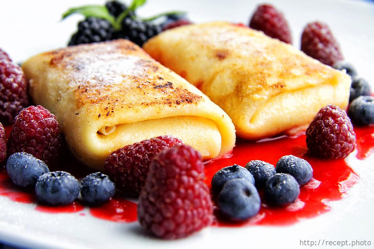 Блинчики с маскарпоне и свежими ягодами
